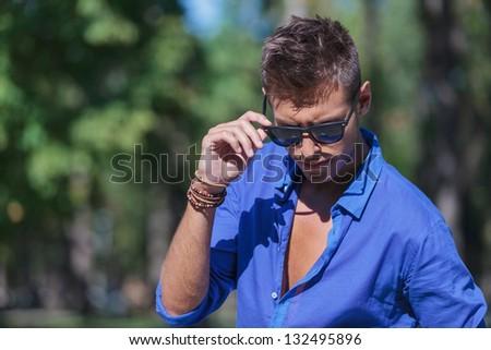 魅力的な 男 下向き サイド 着用 ストックフォト © feedough
