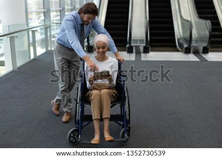 красивой инвалидов молодые женщины исполнительного красивый Сток-фото © wavebreak_media