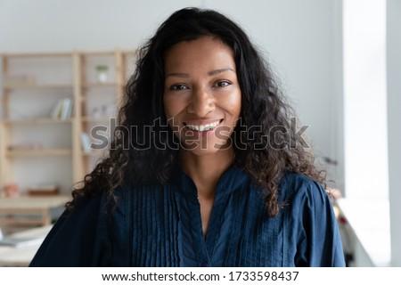 Portret vrouwelijke business eigenaar kin Stockfoto © vkstudio
