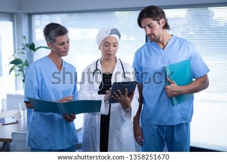 Vue chirurgiens numérique comprimé Photo stock © wavebreak_media