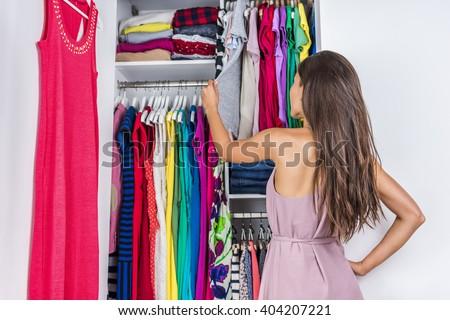 Casa armario organizado dormitorio armario mujeres Foto stock © Maridav