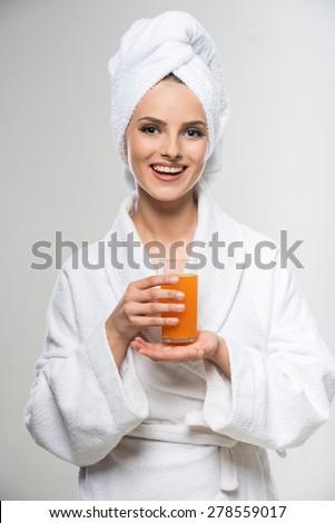 женщину · халат · питьевой · апельсиновый · сок · улице - Сток-фото © photography33