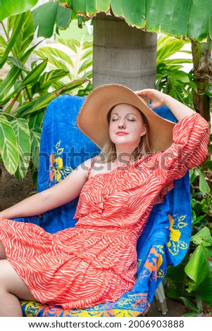 魅力的な · 女性 · リラックス · 座って · ベッド · 笑顔 - ストックフォト © wavebreak_media