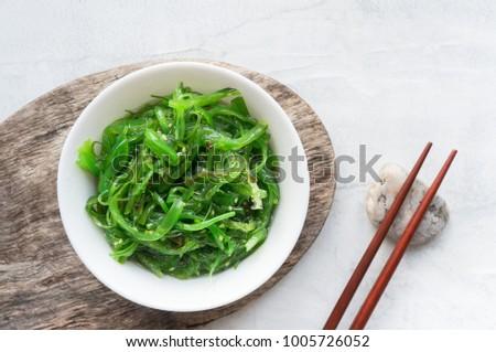 Wodorost Sałatka japoński biały zdrowe odżywianie Zdjęcia stock © AEyZRiO