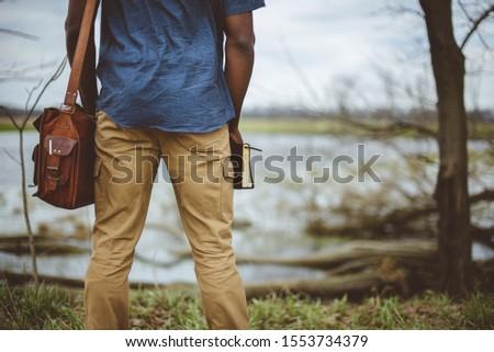 férfi · kéz · tart · bevásárlótáskák · izolált · fehér - stock fotó © zurijeta