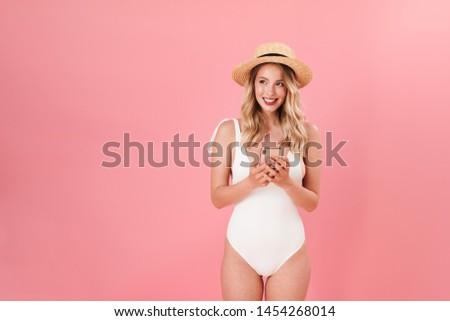 Heiter cute Frau Badebekleidung Handy schauen Stock foto © deandrobot