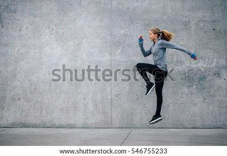 小さな フィットネス女性 屋外 都市 行使 訓練 ストックフォト © boggy