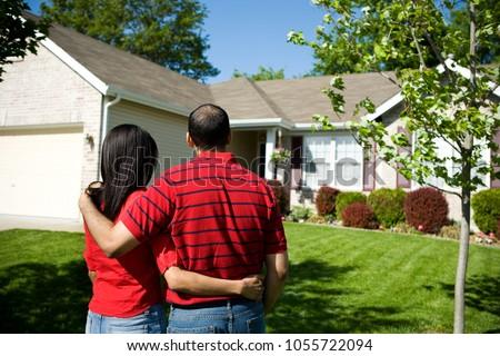Fronte view femminile african american agente immobiliare parlando Foto d'archivio © wavebreak_media