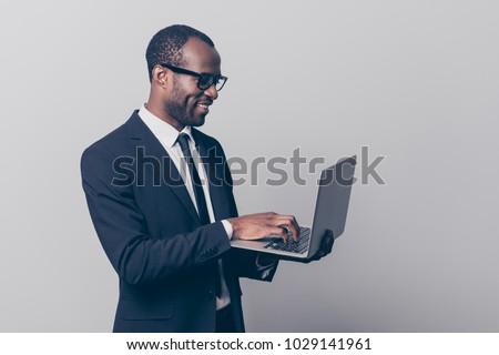feliz · hombre · virtual · realidad · auricular · oficina - foto stock © wavebreak_media