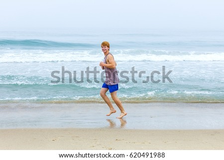 Early teen boys jogging — photo 12