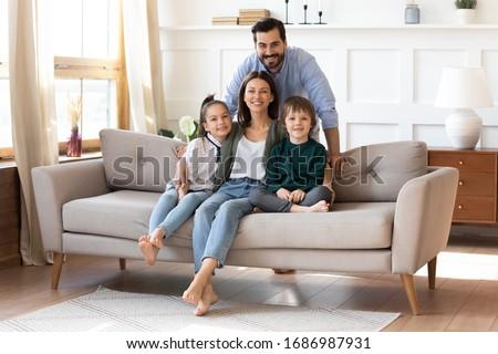 família · quatro · sessão · sofá · dois - foto stock © ruslanshramko
