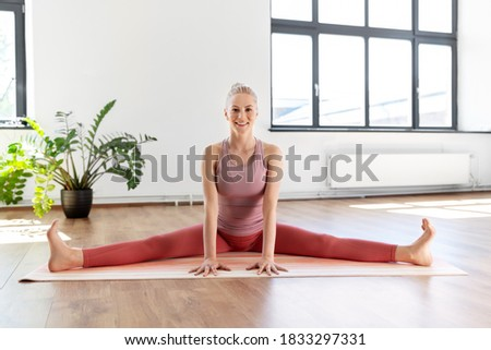 Fitness concept. Young fitness woman stretching legs and prepari ストックフォト © snowing