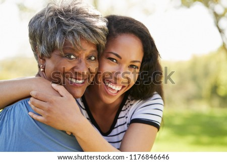 Ver africano americano mãe filha bolinhos Foto stock © wavebreak_media