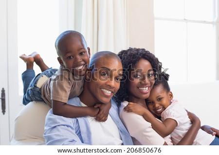 Portret gelukkig afro-amerikaanse familie vergadering sofa Stockfoto © wavebreak_media