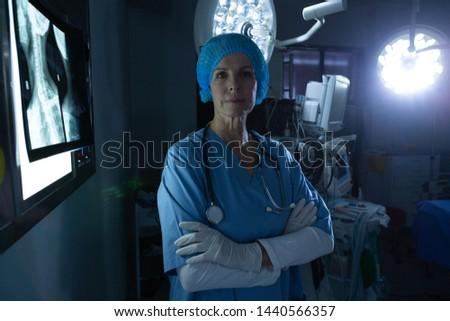 Portre olgun kafkas kadın cerrah bakıyor Stok fotoğraf © wavebreak_media