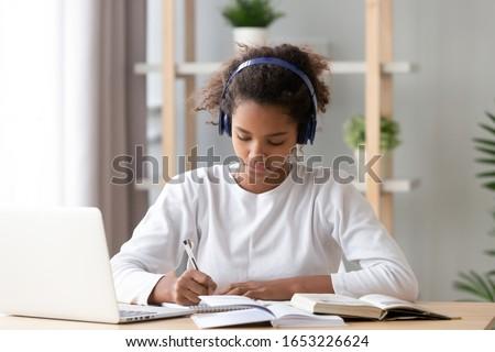 escuela · primaria · nino · escuela · trabajo · primer · plano · elemental - foto stock © dotshock