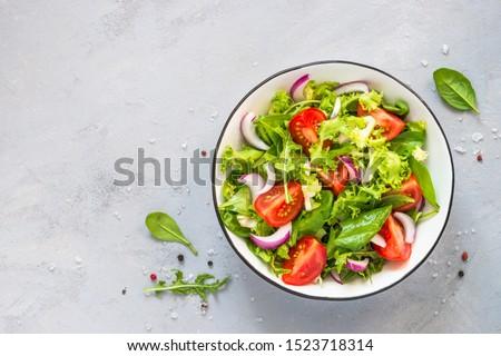 Stockfoto: Vers · salade · tomaten · olijven · uien · restaurant