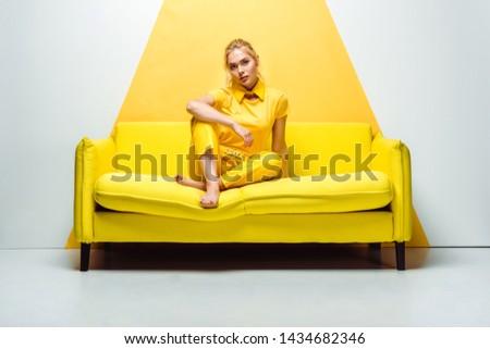Kobieta stwarzające studio młodych piękna kobieta stałego Zdjęcia stock © hsfelix