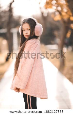 çekici kız kabarık ceket ayakta sokak son Stok fotoğraf © ElenaBatkova