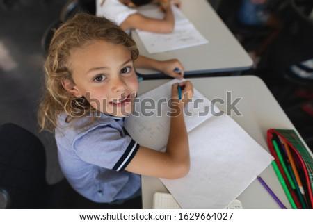 мнение школьница глядя камеры столе Сток-фото © wavebreak_media