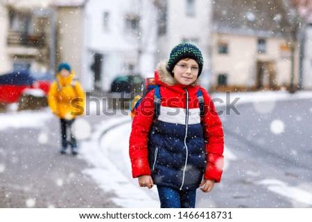 Jongen winter portret sneeuwval kaukasisch Stockfoto © simply