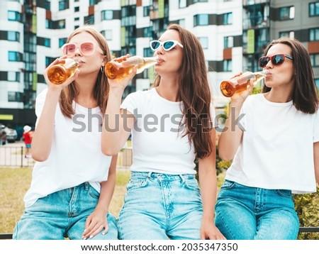 jovem · mulher · sexy · oktoberfest · mulher · atraente · loiro · cabelo - foto stock © runzelkorn