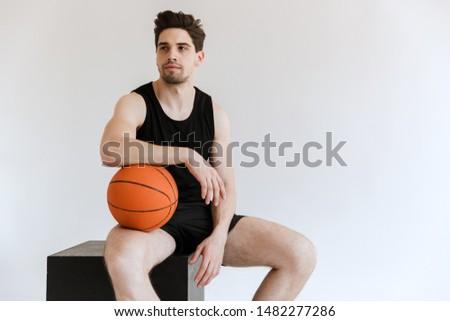 Foto ragazzi seduta basket Foto d'archivio © deandrobot