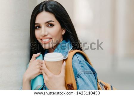 Extérieur coup brunette Homme étudiant maquillage Photo stock © vkstudio
