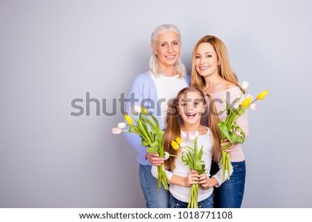 Avó mãe filha flores família geração Foto stock © dolgachov