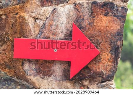 Rouge flèche panneau signe peint bois Photo stock © KonArt