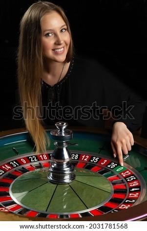 Uomo chip contanti punta seduta roulette Foto d'archivio © wavebreak_media