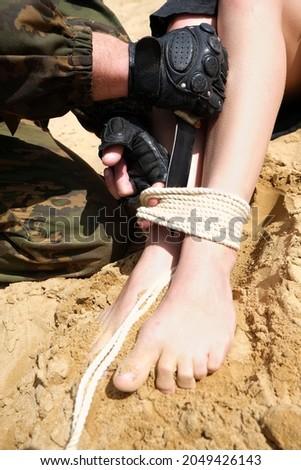 Stock fotó: Fegyveres · nő · üzlet · háttér · igazság · maszk
