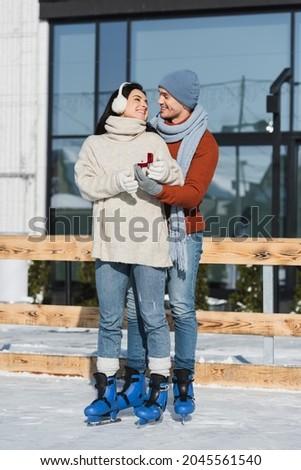 Om inel propunere patinaj Imagine de stoc © dolgachov