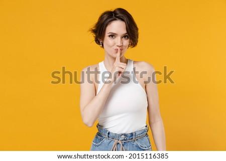 Egyszerű tank felső nő csendes kézjel Stock fotó © toyotoyo