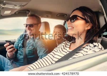 nő · utazó · vezetés · autó · közelkép · modern - stock fotó © dolgachov