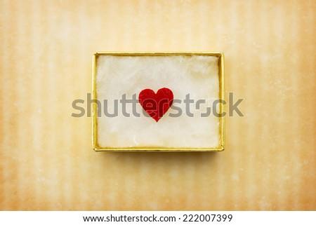 Hediye sevmek hediye kutusu kırmızı kalp içinde Stok fotoğraf © teerawit