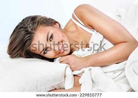 szexi · nő · fekszik · kaukázusi · nő · vörös · ruha · hát - stock fotó © iofoto