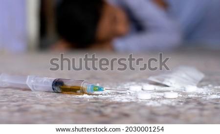 Enfermos masculina adicto jeringa hombre medicina Foto stock © palangsi