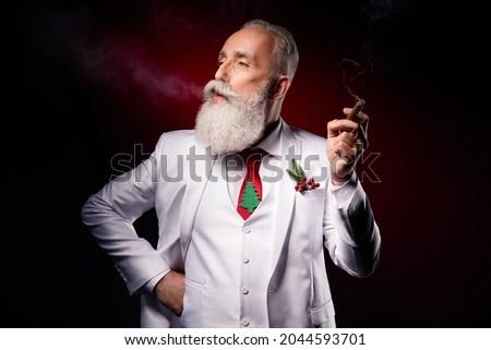 jeunes · homme · d'affaires · fumer · cigarette · vue · de · côté - photo stock © feedough