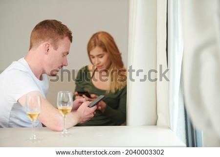 Kobieta pitnej piwa sypialni pić smutne Zdjęcia stock © Lopolo