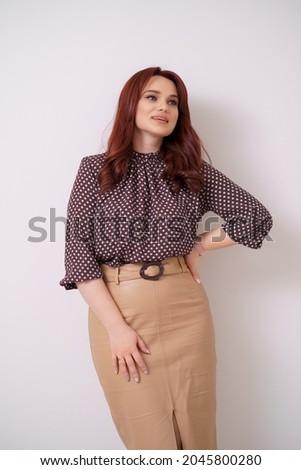 Encantador feminino posando em pé branco sorrir Foto stock © wavebreak_media
