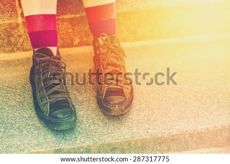 Fiatal punk kő nő viharvert sportcipők Stock fotó © stevanovicigor