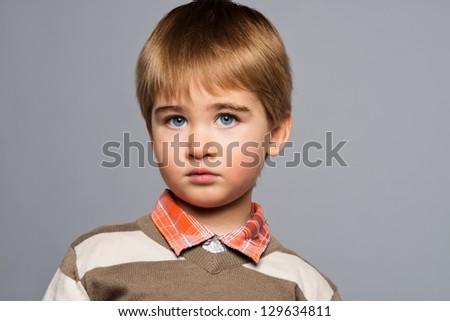 Retrato moda pensativo pequeno menino isolado Foto stock © dacasdo