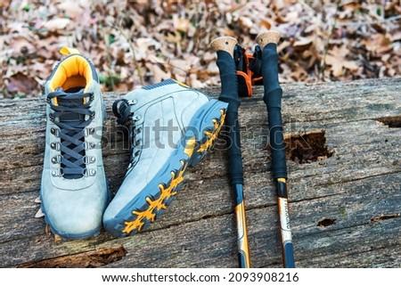 Sapatos montanha engrenagem cair Foto stock © luckyraccoon