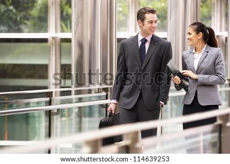 groep · zakenlieden · praten · buiten · kantoorgebouw · moderne - stockfoto © monkey_business