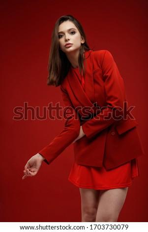 bella · vestito · rosso · lungo · capelli · biondi · grigio - foto d'archivio © aikon