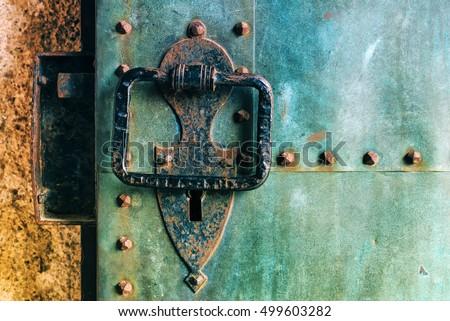 Velho rústico cobre castelo metal porta Foto stock © stevanovicigor