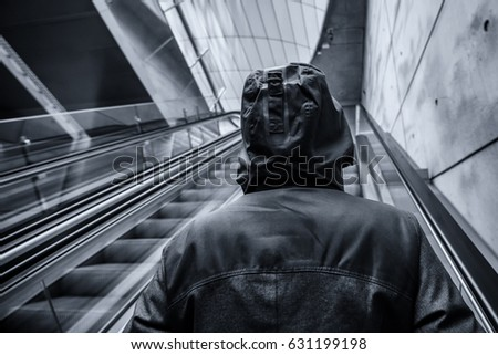 Irreconhecível pessoa em movimento escada rolante moderno Foto stock © stevanovicigor