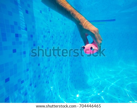 Man spelen algemeen rubber vis speelgoed Stockfoto © stevanovicigor