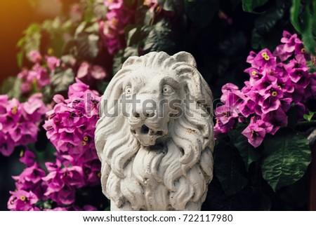 Klein beton sculptuur leeuw bloemen home Stockfoto © stevanovicigor